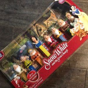 Snow White & the seven dwarfs pez dispensers